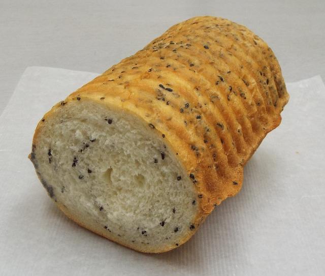 ごまラウンド食パン(ハーフ) (640x543)
